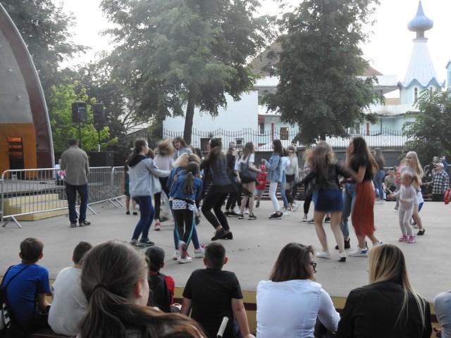 Potańcówka w Bielsku Podlaskim po raz pierwszy odbyła się rok temu. W tym roku organizowane są one w ramach budżetu obywatelskiego.
