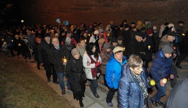 Jak co roku na początku Wielkiego Postu, ulicami Przemyśla przeszła droga krzyżowa. Wierni wyruszali spod archikatedry w kierunku Krzyża Zawierzenia.