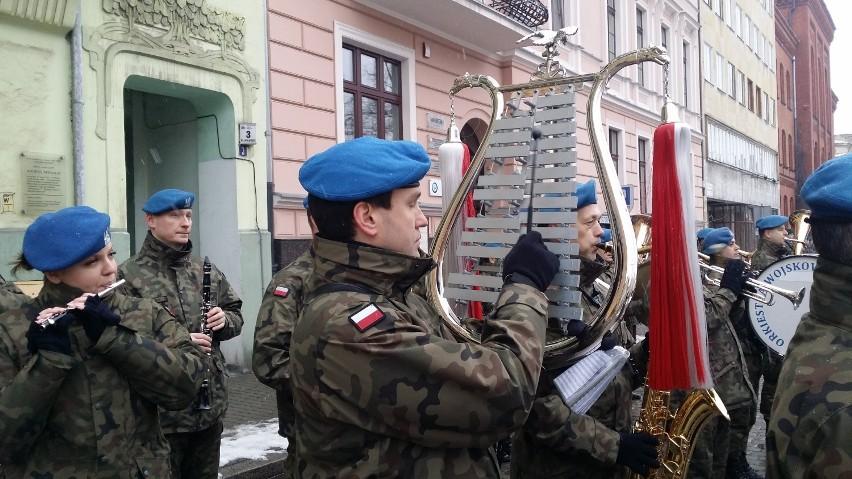 Orkiestra wojskowa zagrała na obchodach powrotu Bydgoszczy do macierzy [wideo]