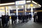 Nocna zabawa kibiców Ruchu Chorzów na…stacji benzynowej. Jak fani Niebieskich wracali z Ostródy? WIDEO