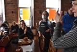 Sanepid zapowiada, że za otwarcie restauracji będzie kara. Trwa postępowanie