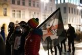 """Manifestacja KOD-u na Starym Rynku w Bydgoszczy: """"Wolność, równość, praworządność"""" [zdjęcia]"""