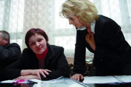 Radne z Wykrotów Ewa Gajewska (z lewej) i Barbara Wójtowicz, choć wydawało się to mało prawdopodobne, wygrały dla swojej wsi walkę o szkołę. fot. Bernard Łętowski
