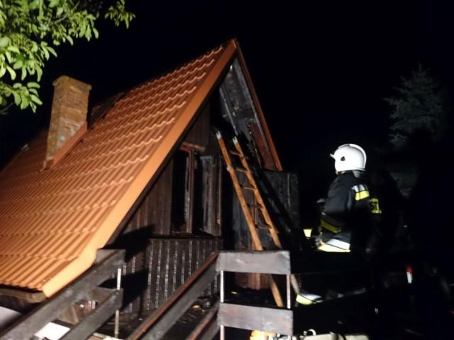 4 sierpnia w nocy płonęła altana w podkaliskim Szałem. Gaszenie ognia trwało kilka godzin.