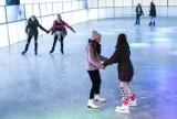 Gdzie w Poznaniu iść na łyżwy? Sprawdzamy, które lodowiska są otwarte! Oto ceny, godziny otwarcia i zasady bezpieczeństwa