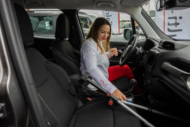 Trzech niepełnosprawnych sportowców - Paulina Przywecka-Puziak, Tomasz Sciubak i Tomasz Paulinski, reprezentujący bydgoski Start - otrzymało duże wsparcie od firmy Multi-Salon Reiski Auto w Bydgoszczy.