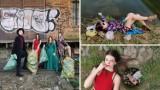 Młodzi artyści z Jawora w wieczorowych strojach zbierają śmieci w mieście