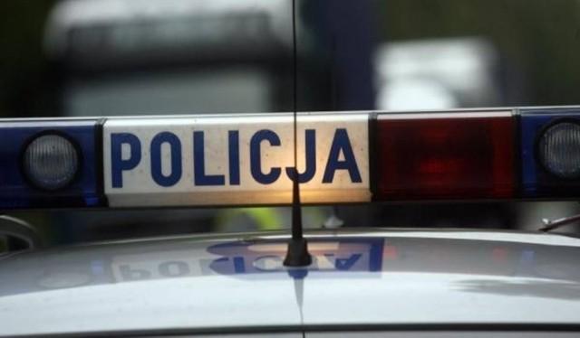 """21-latka jechała na """"podwójnym gazie"""", uszkodziła dwa pojazdy"""