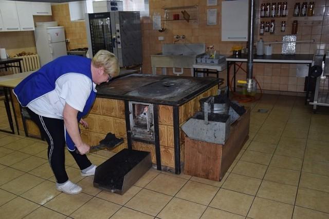 Stary kopciuch w szkolnej kuchni zastąpi kuchenka gazowa