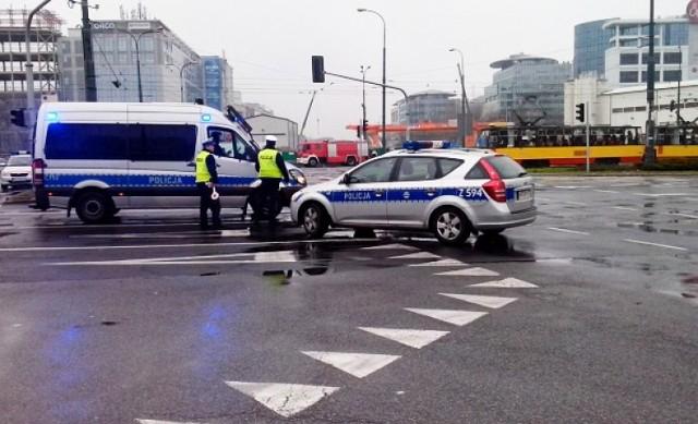 Pękła rura z gazem przy rondzie Daszyńskiego. Ruch zablokowany [zdjęcia]