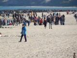 Słoneczna niedziela w Ustce. Tłumy turystów nad morzem [ZDJĘCIA]