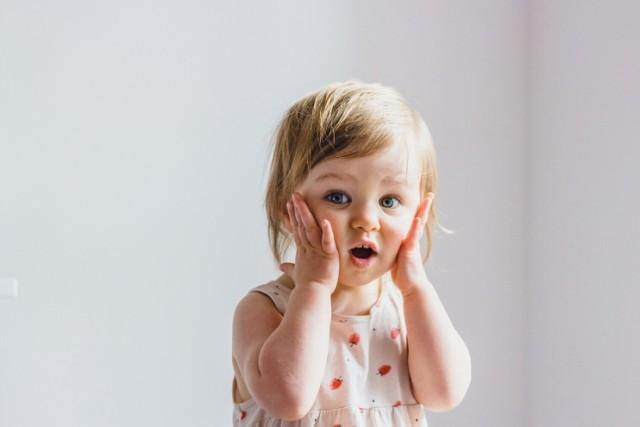 Zastanawiacie się, jakie imię nadać dziecku? Zobaczcie, jak najczęściej rodzice nazywali swoje córki w pierwszej połowie 2021 roku. Portal dane.gov.pl opublikował zestawienie najpopularniejszych imion nadawanych od stycznia do czerwca 2021 r.   Kliknij w KOLEJNE ZDJĘCIA i zobacz! > > >