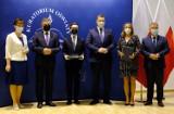 Wielokrotni laureaci konkursów przedmiotowych z lubelskich szkół podstawowych odebrali nagrody i dyplomy