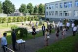 Pruszcz Gdański. Zakończenie roku szkolnego w SP nr 3. Uczniowie odebrali świadectwa |ZDJĘCIA, WIDEO