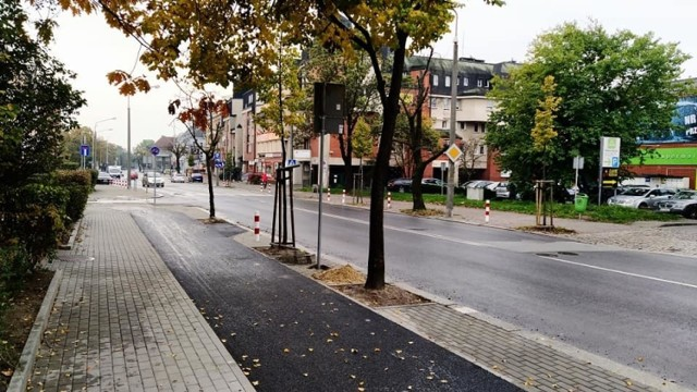 Nowy chodnik i ścieżka rowerowa wzdłuż ul. Katowickiej