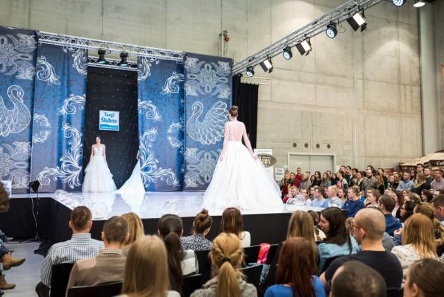 Podczas Opolskich Targów Ślubnych w Centrum Wystawienniczo-Kongresowym zaprezentują się wystawcy oferujący różnorodne usługi ślubno-weselne. Narzeczeni poznają trendy ślubne na 2020 rok.  Szczegóły: Targi Ślubne 2020 Opole. Jakie będą trendy ślubne na 2020 rok? PROGRAM, BILETY, ATRAKCJE
