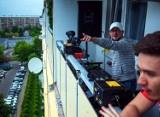 Jastrzębie-Zdrój: w sobotę znów odbyło się Balkonowe Disco  DJ Wąskiego. Zobaczcie zdjęcia z imprezy