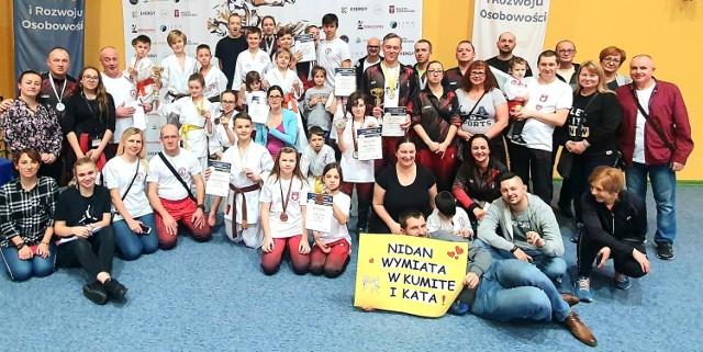 Zawodnicy Klubu Karate Nidan Zielona Góra bardzo dobrze rozpoczęli starty w nowym roku.