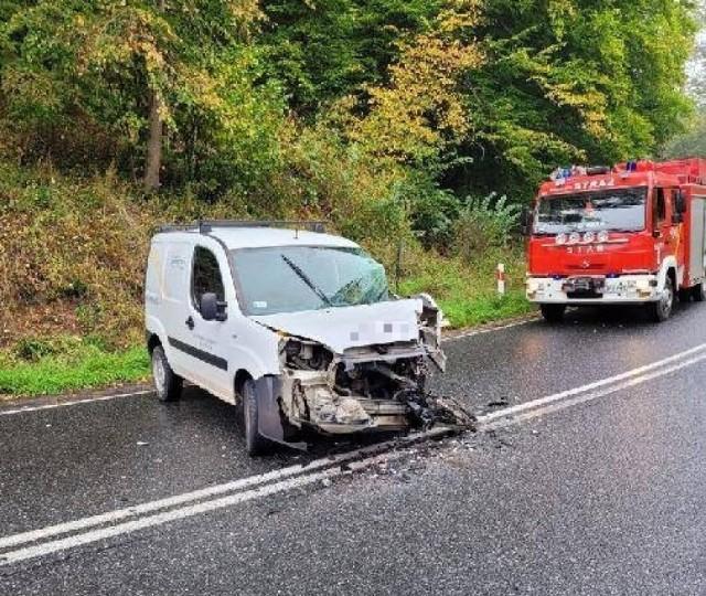 Wypadek w Kłódce pod Grudziądzem. Samochód uderzył w przyczepę ciągnika rolniczego