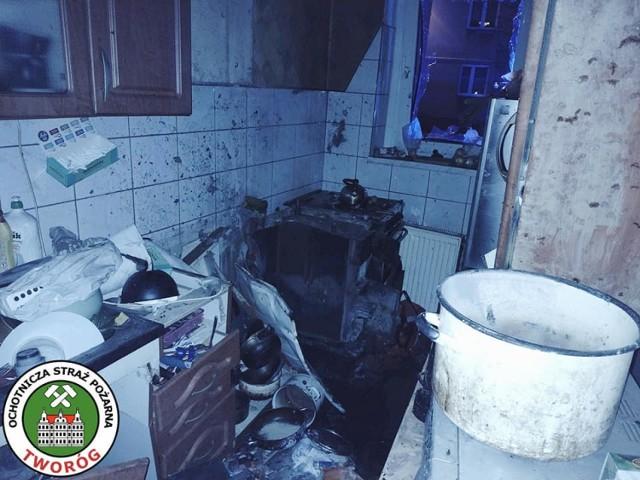 W kamienicy, gdzie doszło do wybuchu, interweniowało osiem jednostek straży pożarnej; Zobacz kolejne zdjęcia. Przesuwaj zdjęcia w prawo - naciśnij strzałkę lub przycisk NASTĘPNE