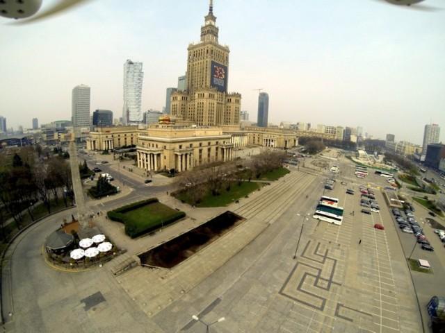 """Projekt """"Plac Defilad"""". Czym teren przed Pałacem Kultury zaskoczy warszawiaków?"""