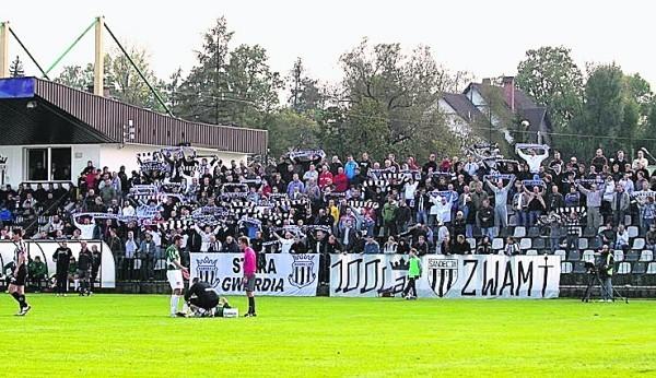 Bez oświetlenia piłkarskiego boiska nie zagra I liga w Sączu