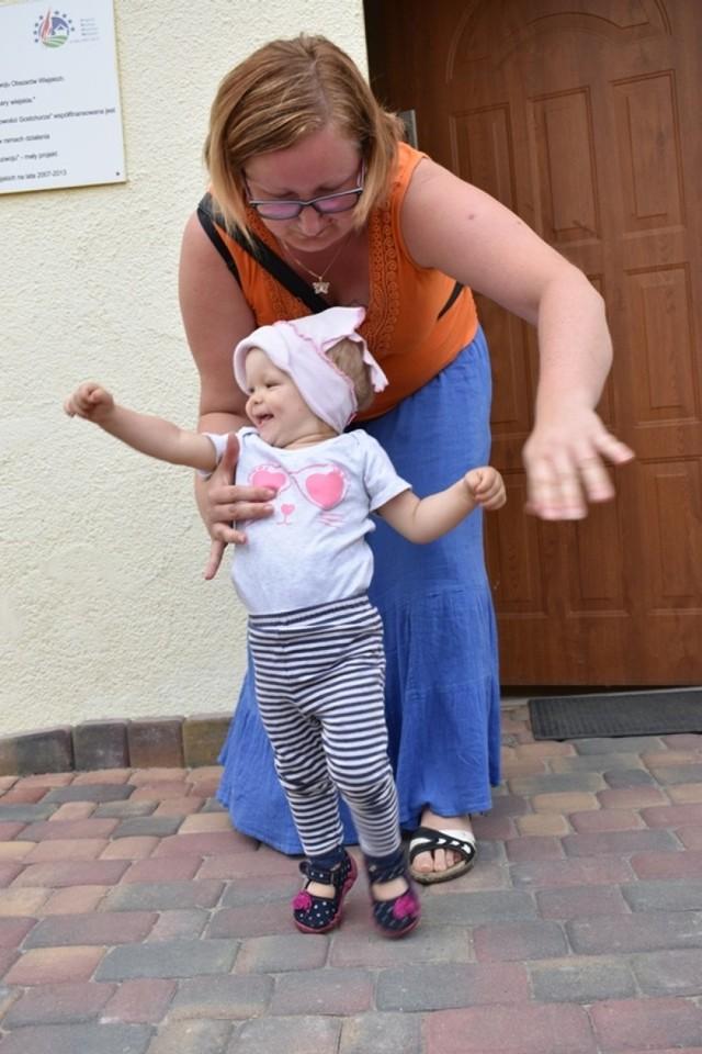 Hania Ziółek cierpi na wodonercze. Oznacza to, że jej nerki nie pracują prawidłowo. Dziewczynka, która ma 16 miesięcy nie może normalnie oddawać moczu.