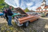Nowy Sącz. XII Zlot Pojazdów Retro w Miasteczku Galicyjskim to gratka dla wielbicieli starych samochodów [ZDJĘCIA]