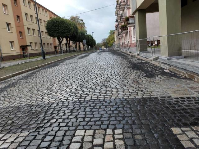 Zakończyły się prace na ul. Ratuszowej w Żaganiu. Zobacz, jak wyglądała wczoraj (2 grudnia 2020), a także w trakcie robót