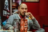 Pisarz Jakub Żulczyk oskarżony o znieważenie prezydenta. Do sądu trafił akt oskarżenia. Jest odpowiedź z kancelarii Andrzeja Dudy