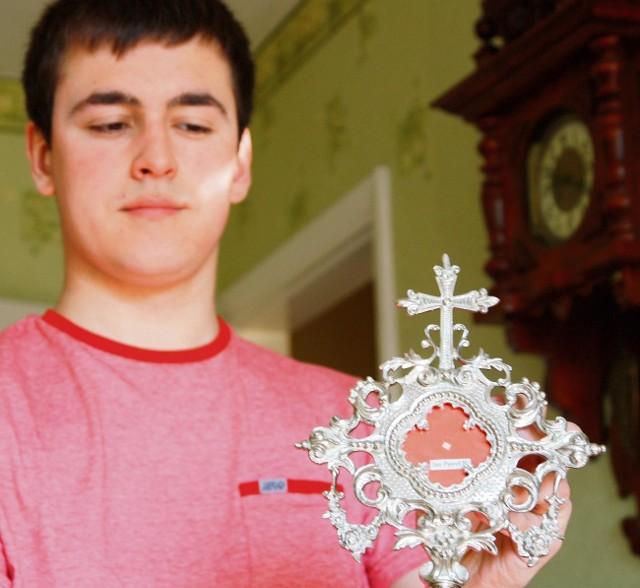 Relikwiarz z kawałkiem sutanny Jana Pawła II