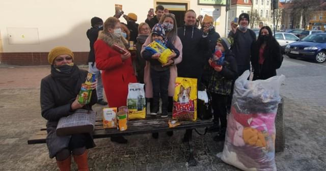 Mieszkańcy Żagania zebrali karmę dla zwierzaków z żarskiego schroniska. Po likwidacji przytuliska w Żaganiu, do sąsiednich Żar trafiają psy z Żagania