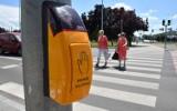 Nowe przepisy ruchu drogowego. Pieszy z pierwszeństwem na pasach, koniec używania smartfonów i jazdy na zderzak