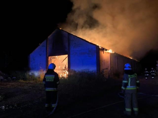 Niespokojna noc w gminie Brodnica. Strażacy gasili dwa pożary