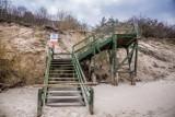 Odbudują schody na plażę w Chłapowie. Gmina zapłaci za to ok. 900 tysięcy | ZDJĘCIA, WIDEO.