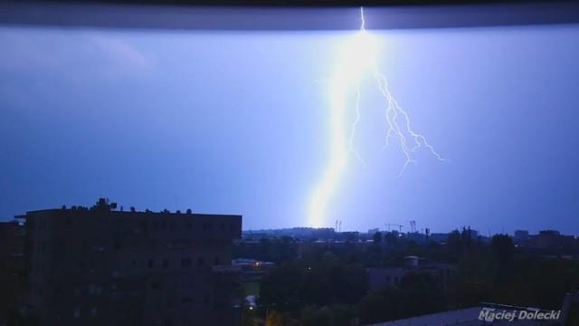 Zdjęcia tej burzy wykonano we Wrocławiu z 9 na 10 sierpnia br. Robią wrażenie.