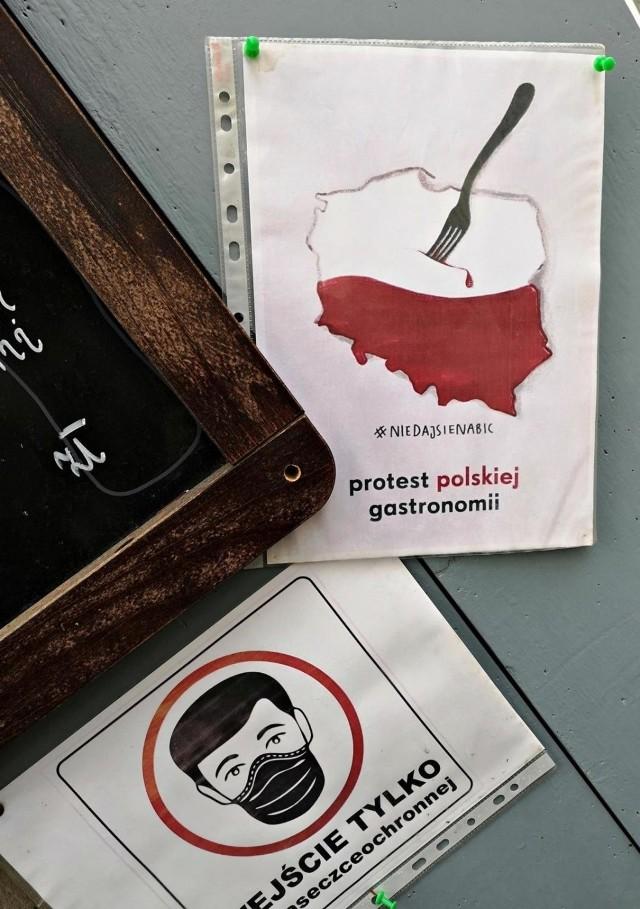 Trzech przedsiębiorców z Małopolski zostało ukaranych przez sanepid za otwarcie swoich biznesów, mimo rządowych obostrzeń.
