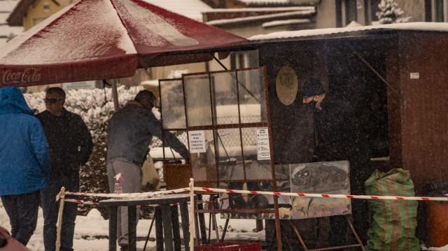 Tak prezentuje się Targowisko Miejskie w Inowrocławiu w zimowej scenerii