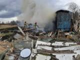 Pożar pustostanu w Szczecinku. W akcji kilka jednostek straży pożarnej [ZDJĘCIA]