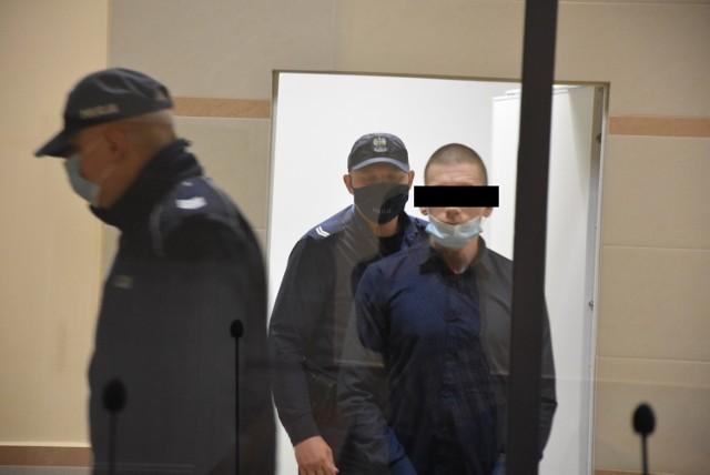 Daniel B. został oskarżony o usiłowanie zabójstwa interweniujących policjantów. 32-latek nie przyznaje się do winy