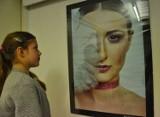 """Wystawa """"Kreatywny portret"""" w ODA w Piotrkowie: Fotografowali twarze i emocje"""