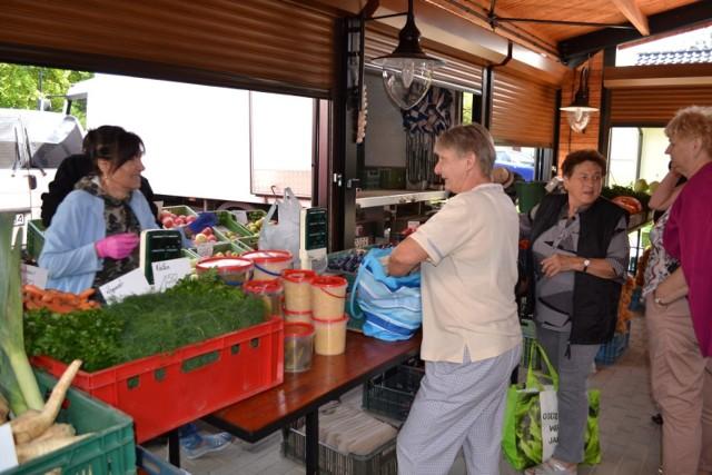 Można już handlować i kupować na kartuskim targowisku, po latach znowu w centrum miasta.