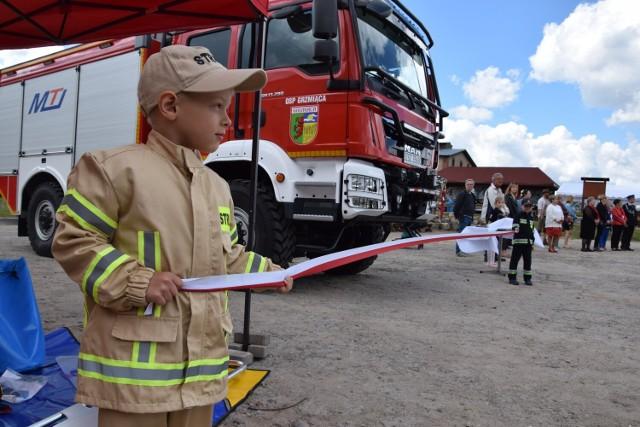 Tę chwilę strażacy i mieszkańcy Grzmiącej zapamiętają na długo