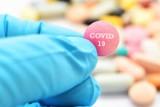 Leczenie COVID-19 – jakie leki i terapie są stosowane? Sprawdź, co wiemy o skuteczności i bezpieczeństwie środków przeciw koronawirusowi
