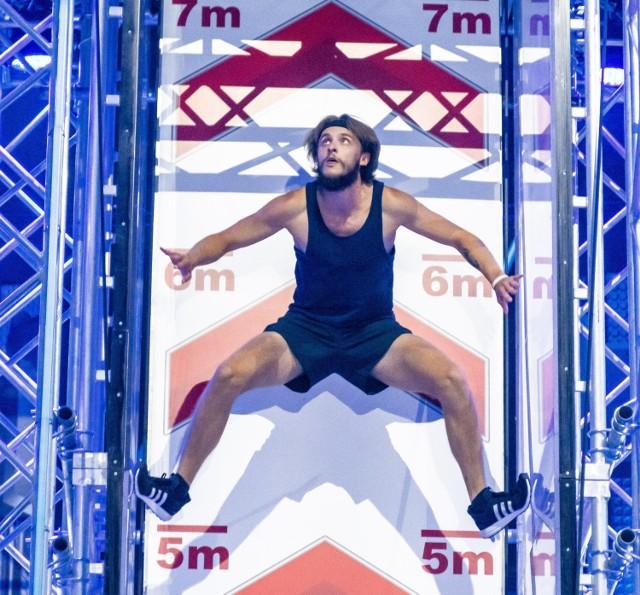 Jan Ciepiela (m.in. na czterech pierwszych zdjęciach) z Gródkowa awansował do finału Ninja Warrior Poska 2021 Zobacz kolejne zdjęcia/plansze. Przesuwaj zdjęcia w prawo - naciśnij strzałkę lub przycisk NASTĘPNE