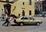Takie samochody jeździły po ulicach Tarnowa w latach 90. Niby to niedawno, a jednak... przepaść motoryzacyjna [ZDJĘCIA]