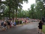 Konin. Koncert pamięci Krzysztofa Krawczyka. Największe przeboje artysty na scenie w Parku Chopina