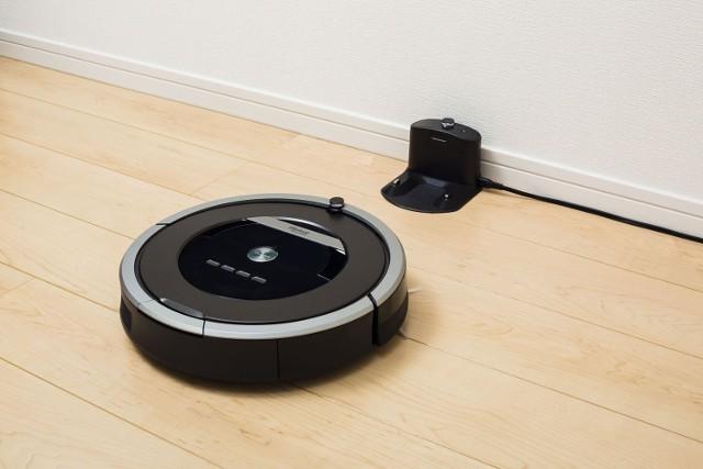 Robot sprzątający to świetny prezent dla kogoś, kto lubi nowoczesną technologię, a za to nie przepada za sprzątaniem. Przejdź do kolejnych zdjęć, żeby zobaczyć inne propozycje urządzeń AGD. Użyj strzałek, przycisków po bokach lub gestów.