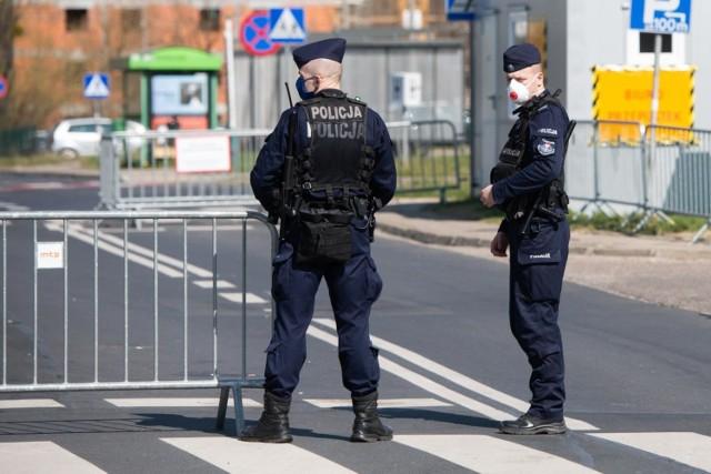 Aktualnie zakażonych koronawirusem jest dziewięciu policjantów z komisariatu Poznań Północ. Przebywają oni w izolacji domowej