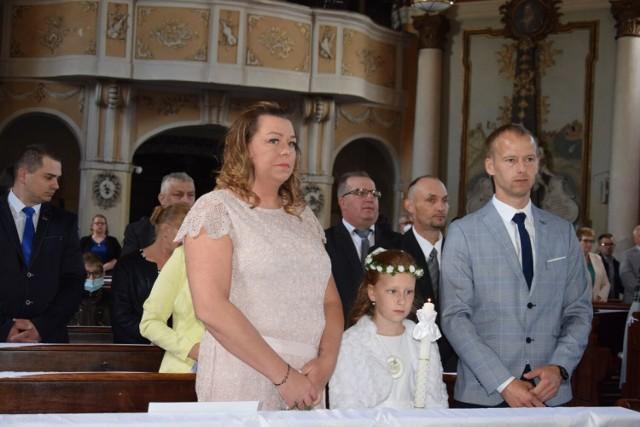 Zbąszyńskie dzieci przystępujące do I komunii św. zasiadły w ławkach razem ze swoimi rodzicmi.